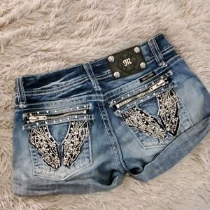 Beautiful wing Miss me jean shorts size 27